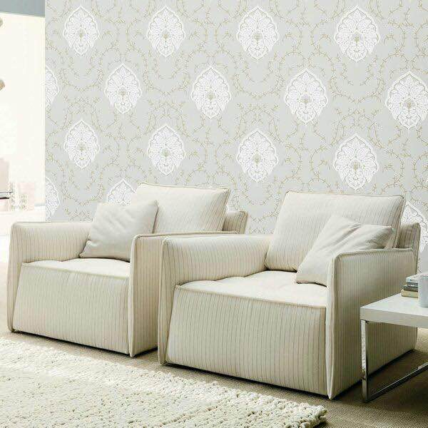 White & gold damask wallpaper