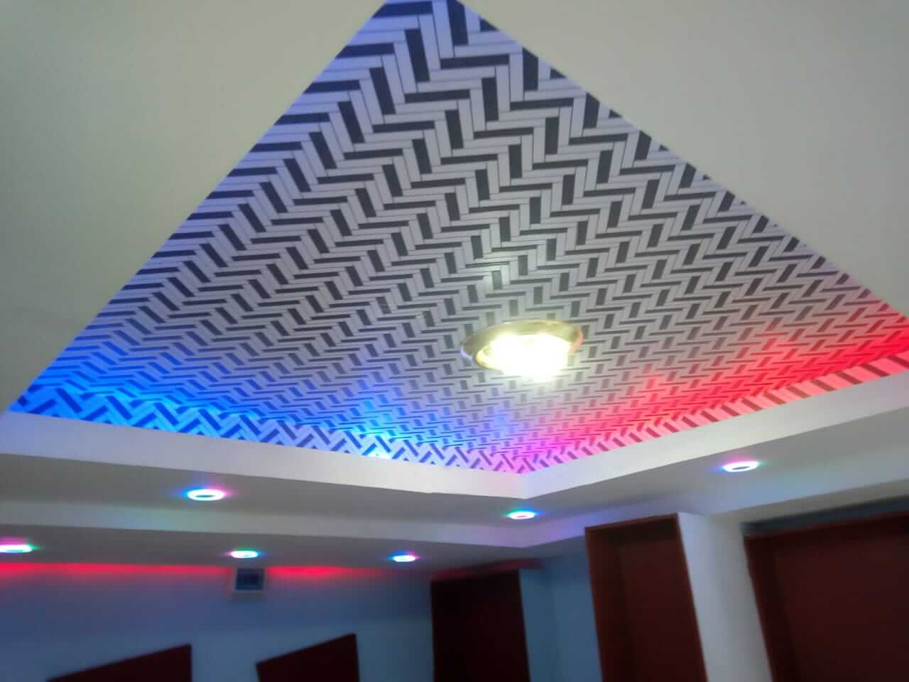Geometric black and white ceiling paper